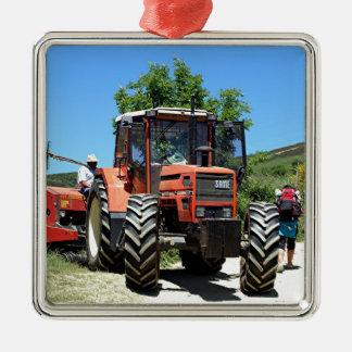 Adorno Metálico Tractor rojo en el EL Camino, España