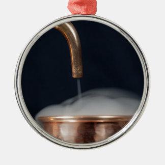 Adorno Metálico tubo de cobre de una destilería con vapor