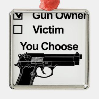 Adorno Metálico víctima del dueño de arma que usted elige
