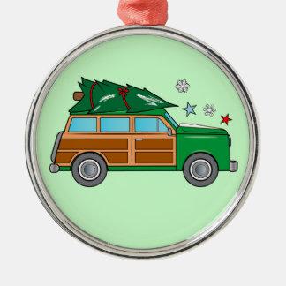 Adorno Metálico Woodie con el árbol de navidad listo para ser