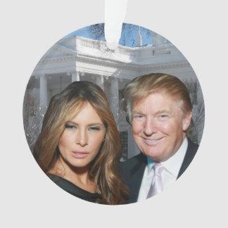 Adorno Navidad de un triunfo: Donald y Melania