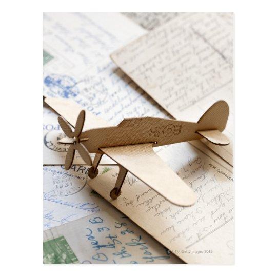 Aeroplano de Carboard en las postales