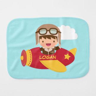 Aeroplano lindo del muchacho del aviador para los paños para bebé