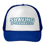 Afeitando se sobrestima, crecen un bigote gorras de camionero