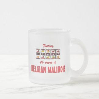 Afortunado a propio un diseño belga del perro de taza de café esmerilada