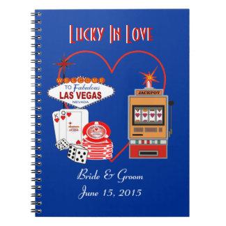 Afortunado en cuaderno azul del boda del amor