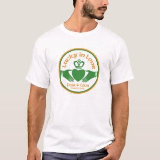 Afortunado en el boda irlandés del día del St Camiseta