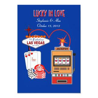 Afortunado en la invitación azul del boda del amor