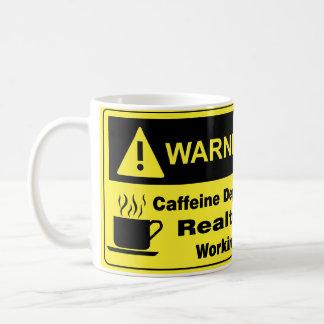 Agente inmobiliario amonestador del cafeína taza de café