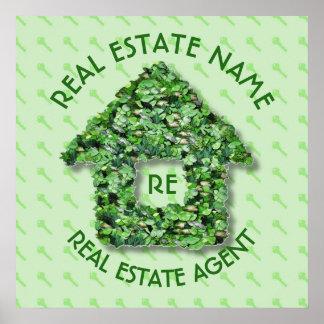 Agente real del agente inmobiliario de la agencia póster