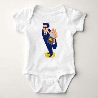agente secreto que muestra la insignia de la body para bebé