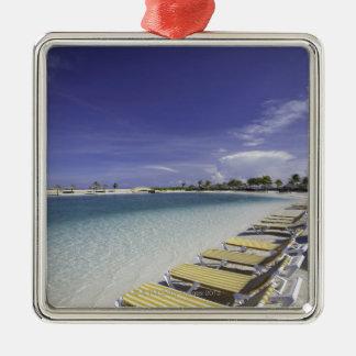 Agua tropical de las sillas de jardín de la playa adorno cuadrado plateado