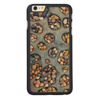 Agujeros llenados de los guijarros, CA Funda Para iPhone 6 De Carved® De Arce