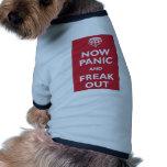 Ahora el pánico y Freak hacia fuera Camisetas De Mascota
