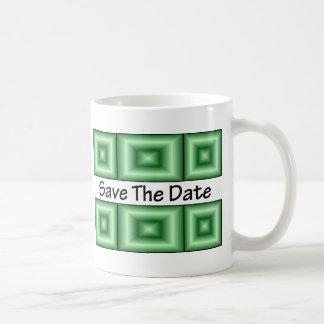 Ahorre el verde del disco de la fecha taza de café