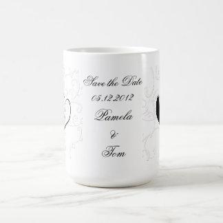 Ahorre la escoba y a la novia de la fecha taza básica blanca