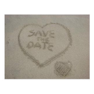 Ahorre la fecha escrita en arena de la playa postal