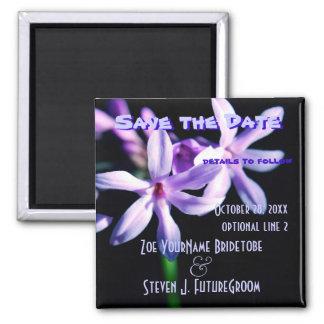 Ahorre las flores de la púrpura de la fecha imán cuadrado