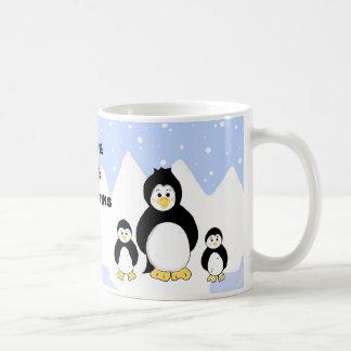 Ahorre los pingüinos taza básica blanca