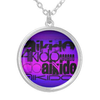 Aikido; Azul violeta y magenta vibrantes Colgante Redondo