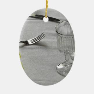 Ajuste de la tabla para el navidad o el otro adorno navideño ovalado de cerámica