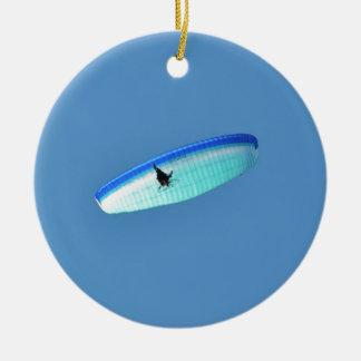 Ala flexible accionada adorno navideño redondo de cerámica