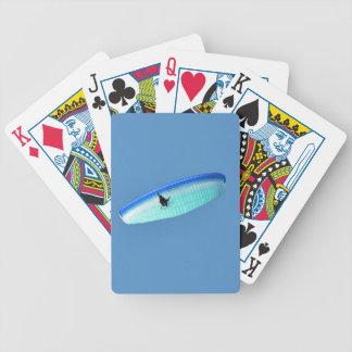 Ala flexible accionada cartas de juego