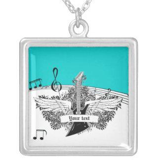 Alas blancas negras de la guitarra eléctrica en la joyerias personalizadas