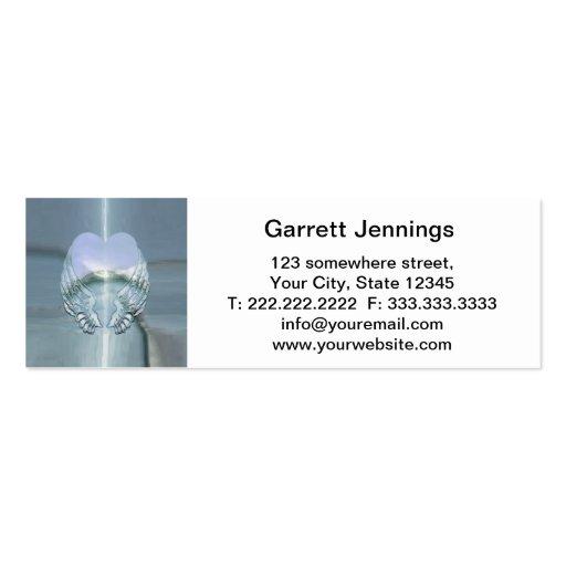 Alas de plata envueltas alrededor de un corazón plantillas de tarjetas personales
