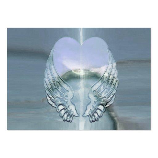 Alas de plata envueltas alrededor de un corazón plantillas de tarjetas de visita