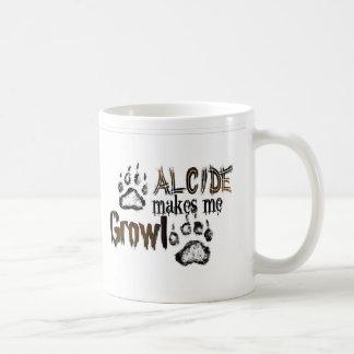 Alcide hace que gruñe taza de café