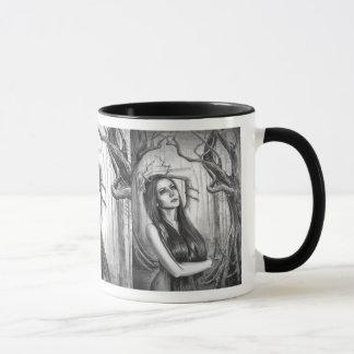 Alcohol antiguo del bosque de la taza de la diosa