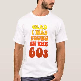 Alegre era joven en la camiseta de los años 60