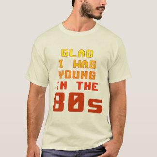 Alegre era joven en la camiseta de los años 80