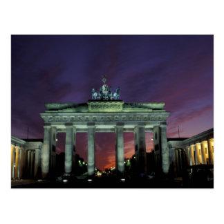 Alemania, Berlín. Puerta de Brandeburgo en la noch Tarjeta Postal