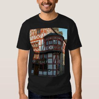 Alemania, Renania, Rhens, mitad enmaderó casas Camisetas
