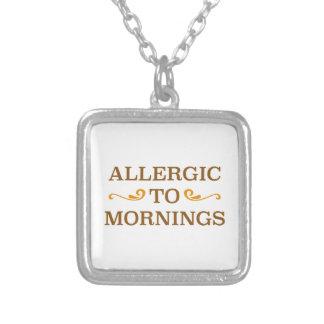 Alérgico a las mañanas collar plateado