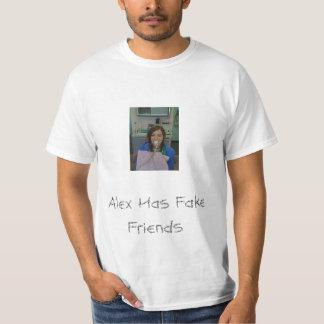 Alex tiene camiseta falsa de los amigos
