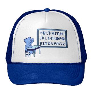 Alfabeto de la caja de herramientas del oso azul gorro de camionero