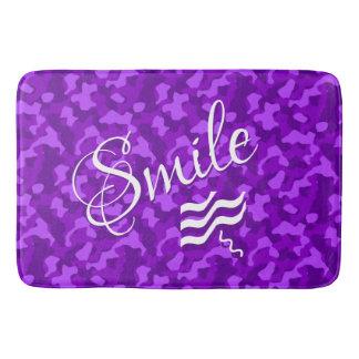 Alfombrilla De Baño Camuflaje púrpura con el texto de la sonrisa