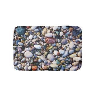 Alfombrilla De Baño Guijarros de la playa del mar y rocas coloridas