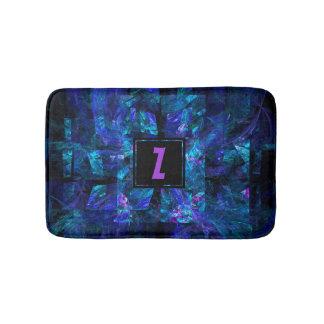 Alfombrilla De Baño Monograma púrpura sobre sombras del fractal azul