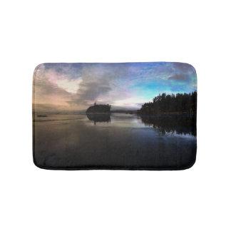 Alfombrilla De Baño Reflexión de rubíes de la puesta del sol de la
