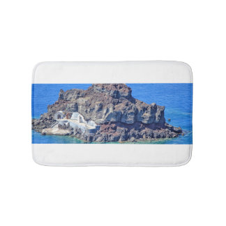 Alfombrilla De Baño Roca volcánica en el mar en Santorin Grecia