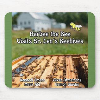Alfombrilla De Ratón Barbee la abeja visita senior. La colmena Mousepad