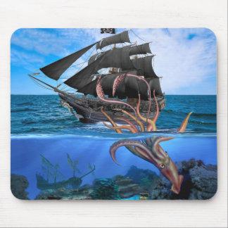Alfombrilla De Ratón Barco pirata contra el calamar gigante