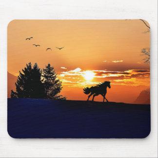 Alfombrilla De Ratón caballo corriente - caballo de la puesta del sol -