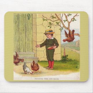 Alfombrilla De Ratón circa 1900 que alimenta los pollos