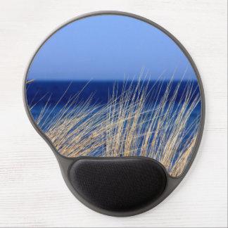 Alfombrilla De Ratón De Gel Hierba larga secada con el mar azul detrás y el