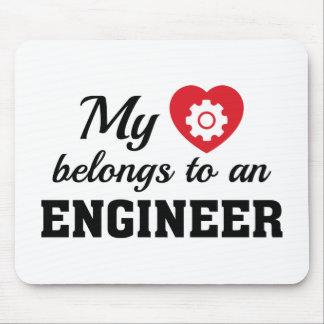 Alfombrilla De Ratón El corazón pertenece ingeniero